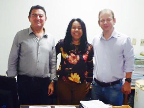 Prefeita Doquinha foi ao DER tratar do asfalto da estrada de Aliança do Gurguéia e das ruas da cidade.