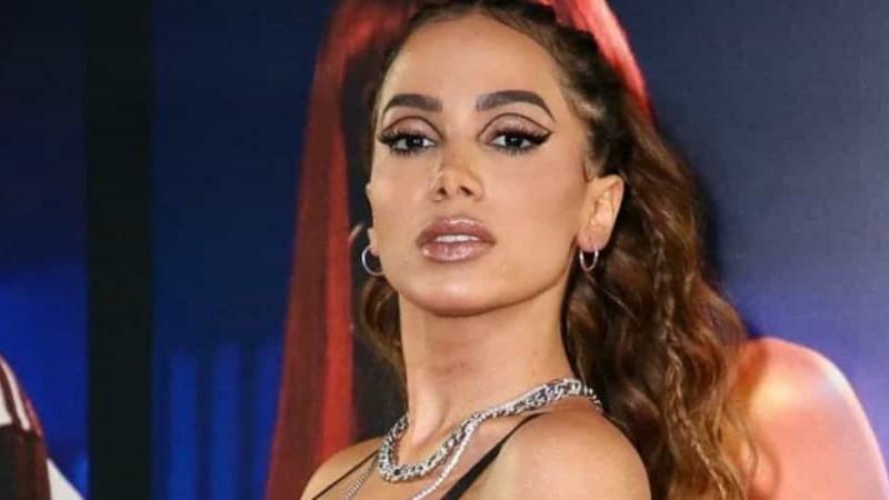 Anitta diz que pratica idiomas flertando com homens e mulheres