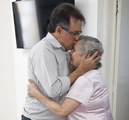 Mãe do secretário de Administração do PI, Merlong Solano, morre aos 85 anos