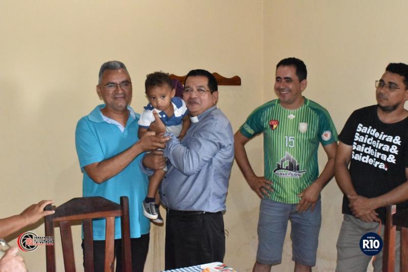 Pe. Juccelino Pascoal visita sua nova paróquia em Campo Largo-PI