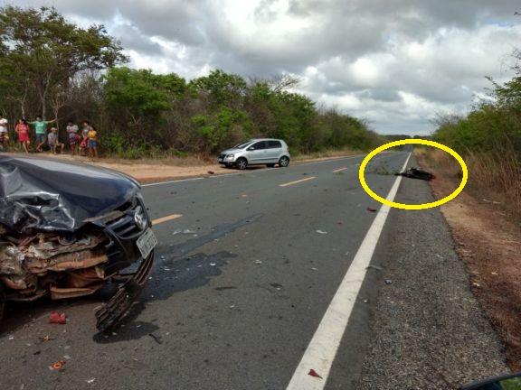 Colisão entre carro e moto deixa jovem morto na BR 402 no Piauí