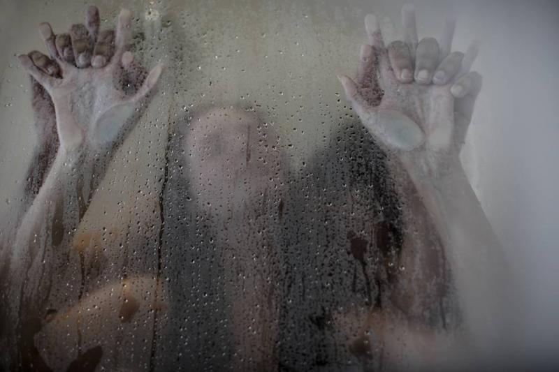 Chuveirinho, amor: posições para transar durante o banho