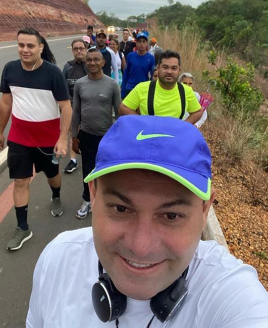 Jeová Alencar inicia caminhada até o santuário de Santa Cruz dos Milagres