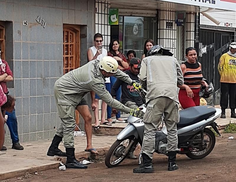 Bombeiros capturam cobra jiboia dentro de moto no Piauí