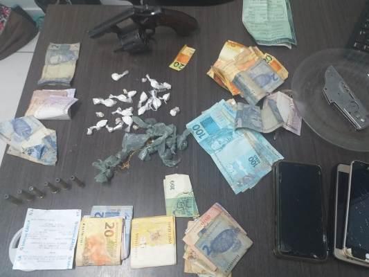 Denarc/Timon prende trio com maconha, cocaína, crack, revólver e dinheiro