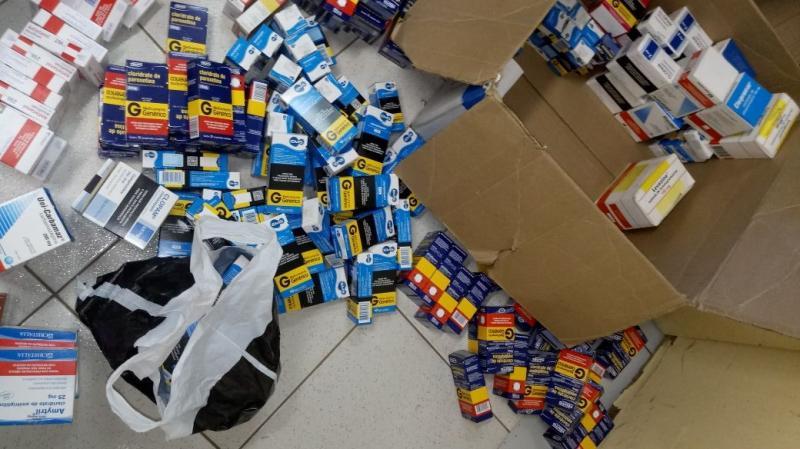 Dupla é presa com caixas de remédios tarja preta para comércio clandestino no PI
