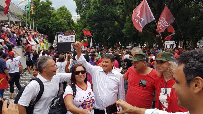 Wellington Dias participa de ato em defesa de Lula em Porto Alegre
