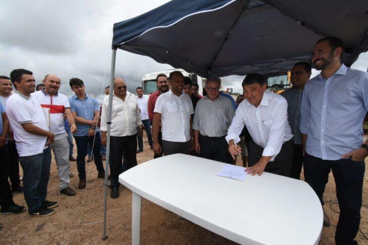 Governador entrega obras e anuncia ensino superior em Pavussu