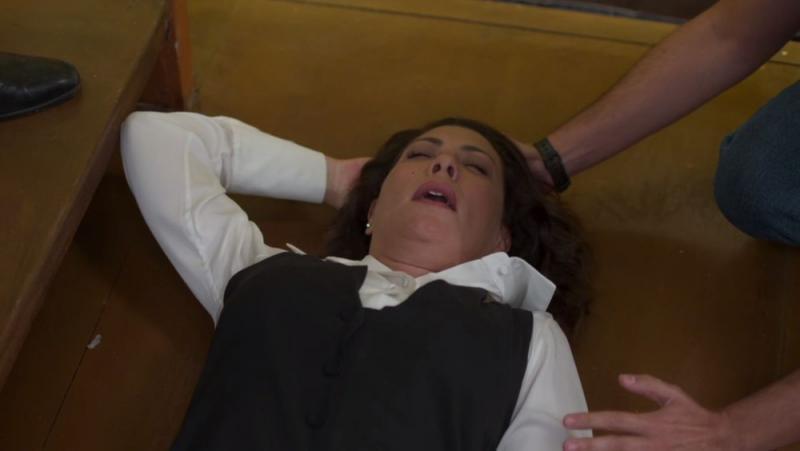 Nana (Fabiula Nascimento) sofre acidente na escada da editora em 'Bom Sucesso' - Foto: TV Globo