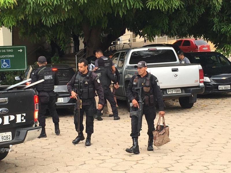 Membros de facções criminosas são presos durante operação