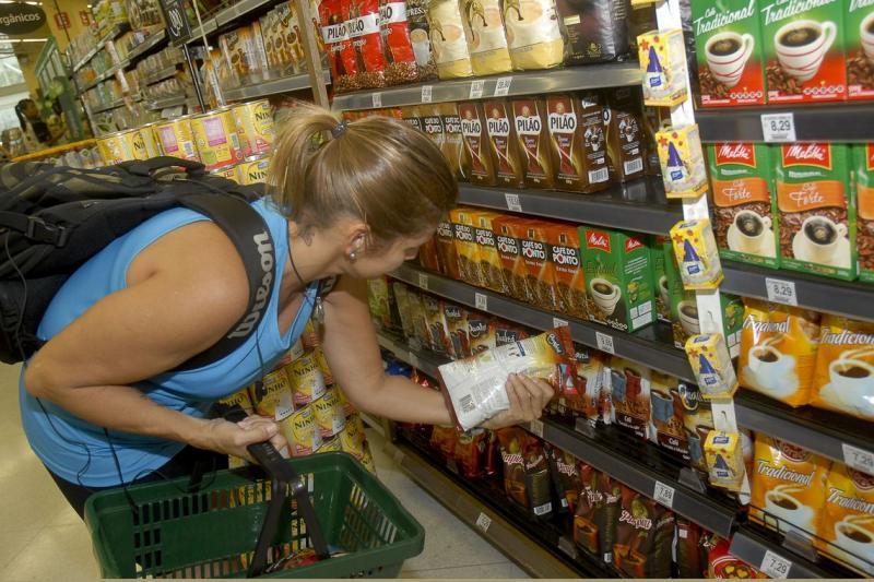 Novo salário mínimo compra 2 cestas básicas e 1 kg de carne