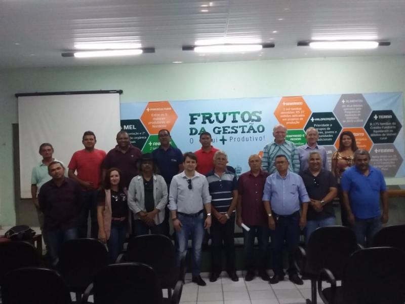 Secretária de Agricultura de Pau D'arco participa de reunião técnica