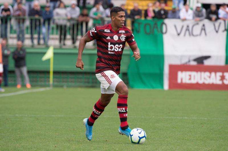 Berrio e Piris despertam interesse, e clube avalia cenários para negociação