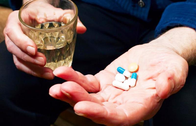 Mito ou fato: Beber álcool anula o efeito do antibiótico?