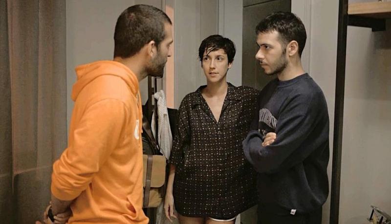 'Amor de Mãe': Sandro acoberta Vinícius e Amanda: 'Não sou X-9'