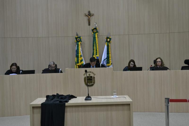 TCE suspende nomeação de concursados e aplica multas a gestores