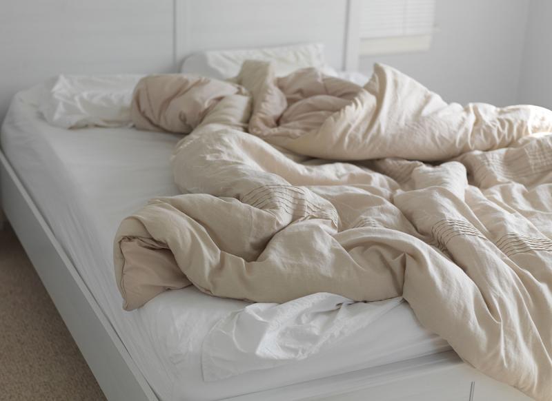 Arrumar a cama pode ser prejudicial para a saúde; entenda