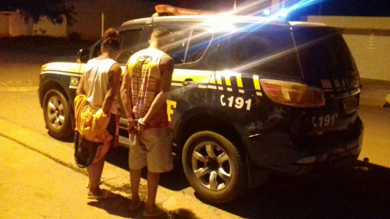 PRF prende trio acusado de roubar caminhão da Coca-Cola