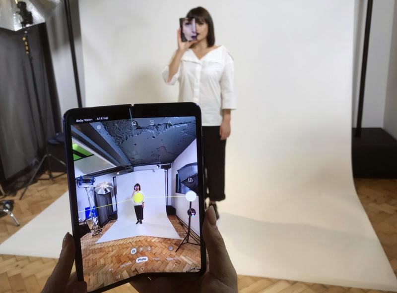 Celular da Samsung com tela dobrável chega ao Brasil