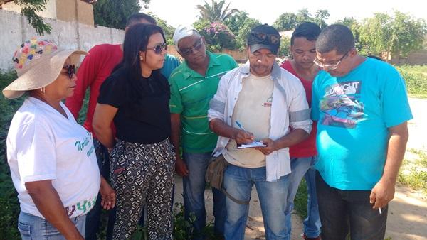 Prefeita Doquinha com moradores de Aliança do Gurguéia