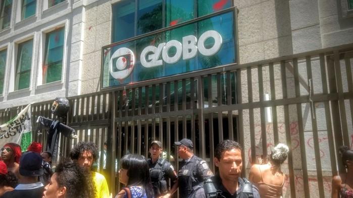 Globo é invadida e depredada por manifestantes pró Lula