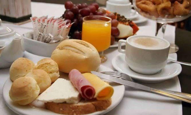 Atrasar refeições no fim de semana pode engordar