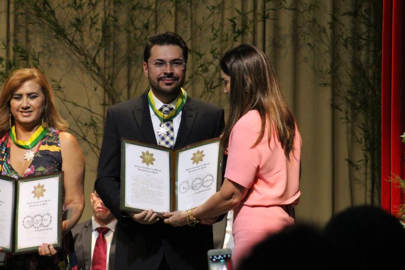 San Martin Linhares recebe medalha do Mérito Renascença, grau comendador