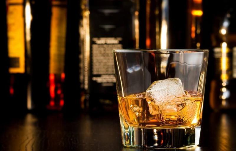 Beber whisky moderadamente traz benefícios para a saúde