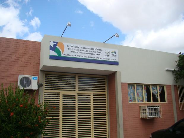 Polícia prende mãe acusada de vender a filha por R$ 10 em Teresina
