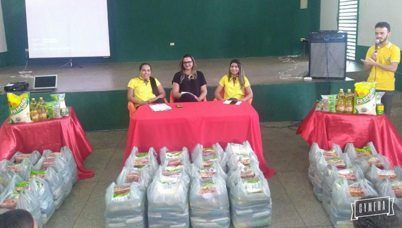 Prefeitura de Água Branca faz entrega de cestas básicas a famílias carentes