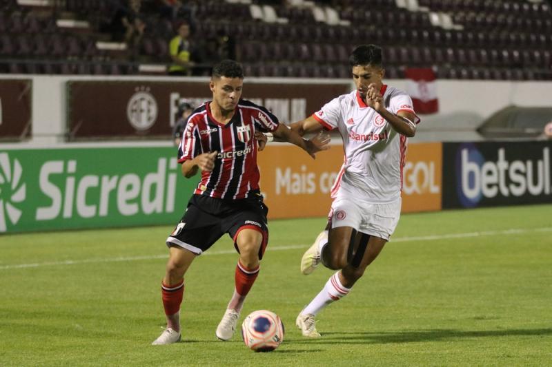 Inter e Corinthians decidem a primeira vaga na final da Copinha nesta terça