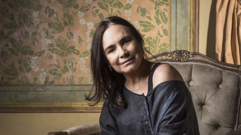 Sem status de ministra, Regina Duarte ficará subordinada a Bolsonaro