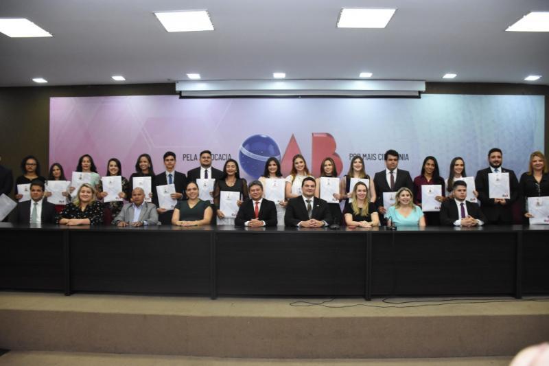 50 novos advogados e advogadas recebem carteira profissional da OAB Piauí