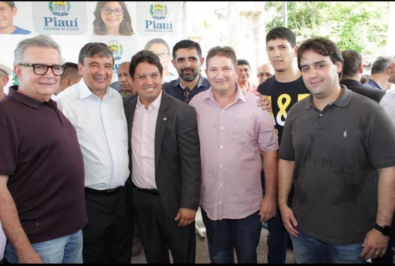 Pré-candidato Zezinho do Sorvete participa de inauguração com Gov. W Dias