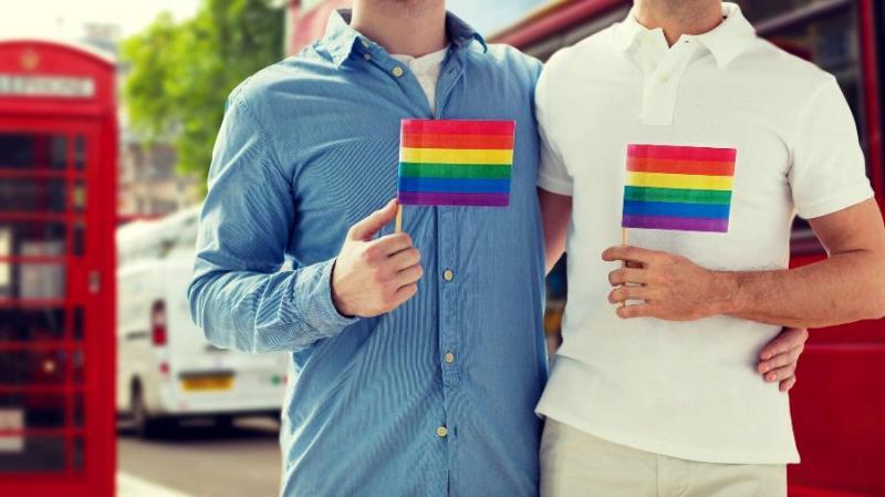 Gays são vistos de forma pior que lésbicas, diz estudo