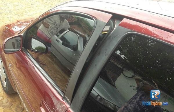 Bandidos tentam furtar carro de fotógrafo