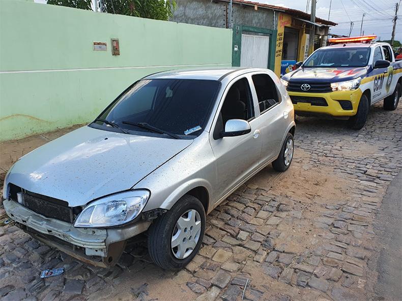 Motorista de aplicativo é roubado, persegue suspeitos e recupera carro