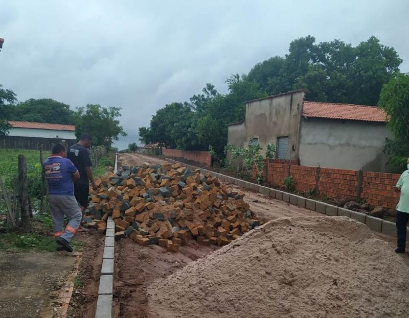 Pau D'arco | Prefeitura inicia obra de calçamento em rua do município