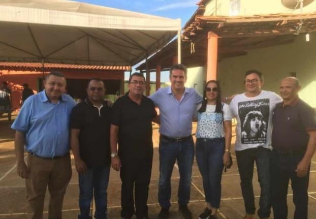Prefeito de Cajazeiras visita Tanque do Piauí e se reúne com senador Ciro