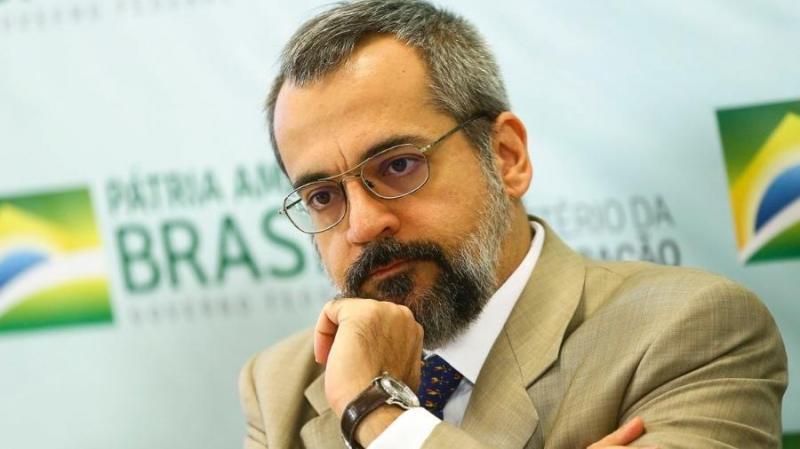 Governo Bolsonaro já responde a 17 ações judiciais após erros no Enem