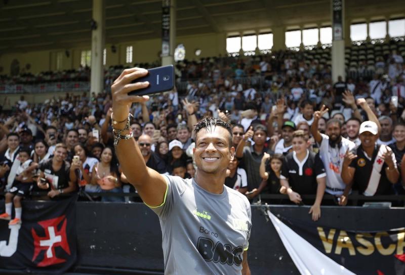 Vasco recebe resposta de Guarín e negocia contrato de um ano