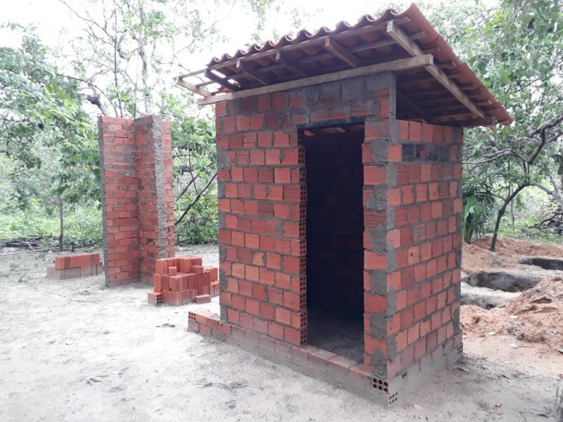 Prefeitura inicia construção de banheiros na zona rural