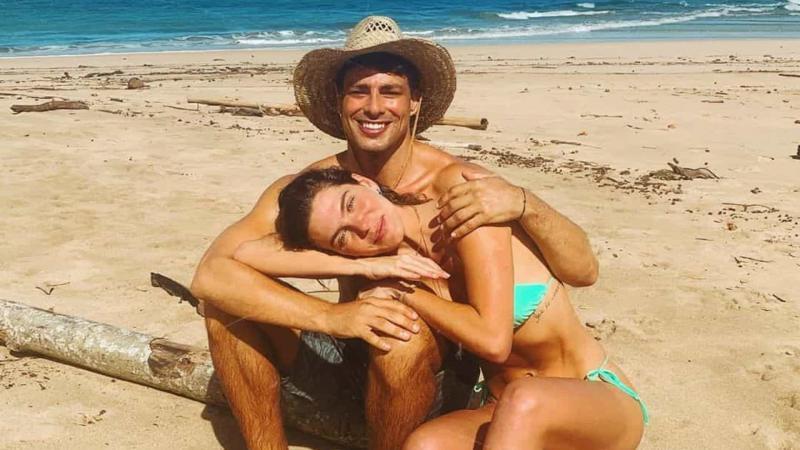 Mulher de Cauã Reymond recorda casamento secreto com fotos