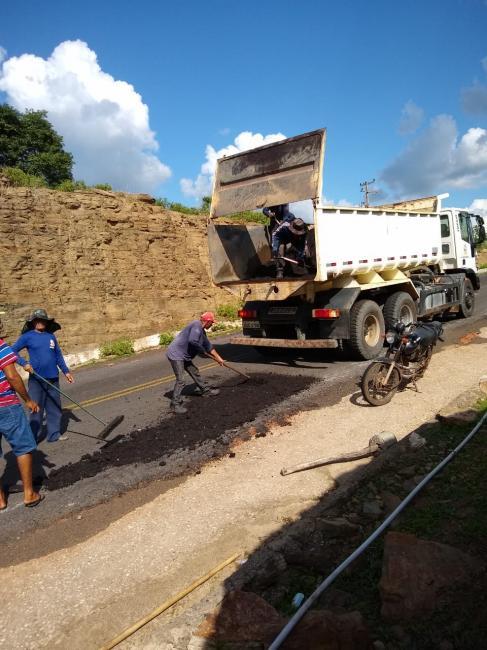 Operação tapa-buraco realizado em PI pela Prefeitura de São João da Serra