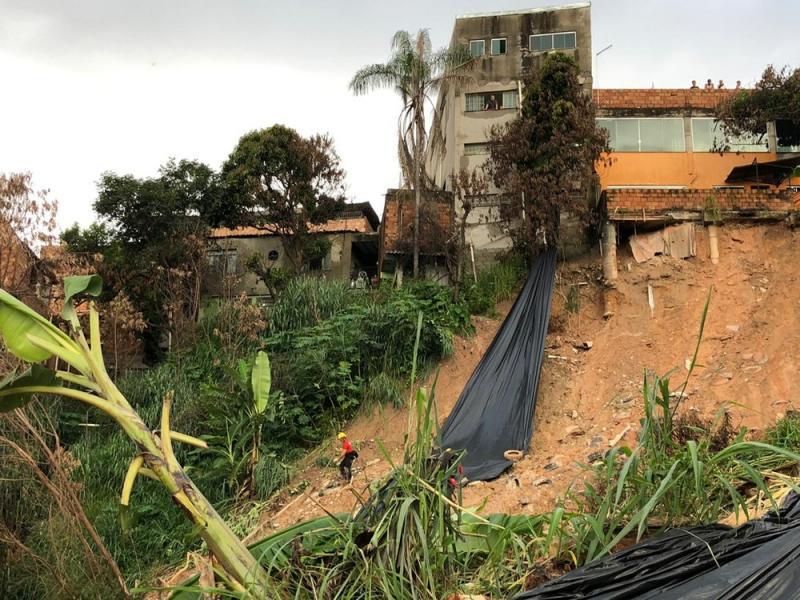 Sobe para 37 o número de mortos por chuvas em MG