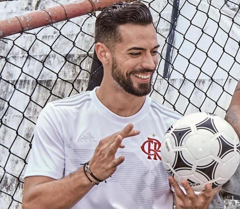 Sem acordo com Arsenal, Pabli Marí permanece no Flamengo