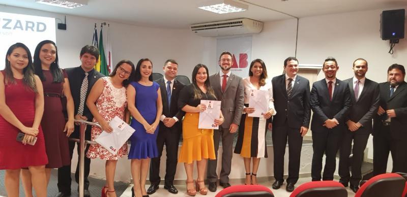 Jovens advogadas de Parnaíba recebem carteira profissional