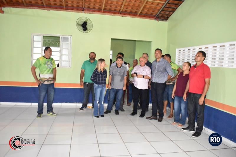 Prefeito Rômulo Aécio reinaugura Escola Municipal de Campo Largo