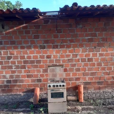 Bandido usa fogão para subir e destelhar residência em José de Freitas