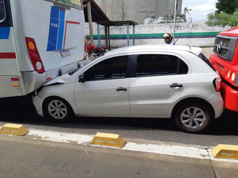 Engavetamento com quatro veículos deixa um ferido em Teresina